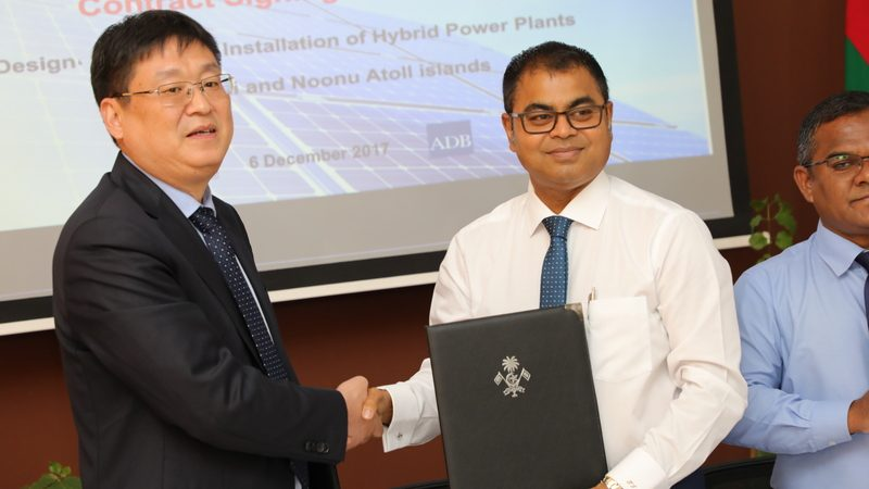 20171206-pic-contract-signed-for-the-design-and-installation-of-hybrid-power-plants-in-sh-and-n-atoll-01 800x533