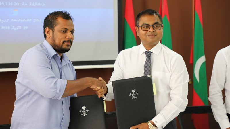 20180419-pic-contract-signed-for-labor-works-of-sewerage-project-g-dh-madaveli-02